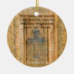 Verso hermoso de la biblia del 31:26 de los prover ornamentos de navidad