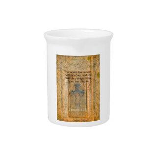 Verso hermoso de la biblia del 31:26 de los prover jarra de beber