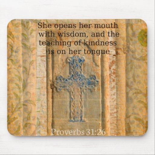 Verso hermoso de la biblia del 31:26 de los prover alfombrilla de ratón