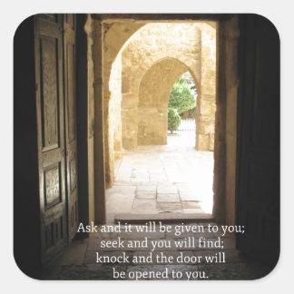 Verso inspirado de la biblia del 7:7 de Matthew Calcomanias Cuadradas