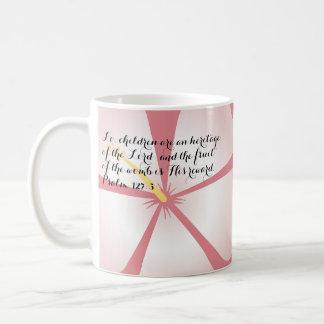 Verso tropical rosado de la biblia de la taza del