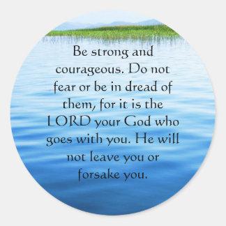 Versos de la biblia del 31:6 de Deuteronomy sobre Pegatina Redonda