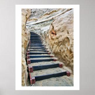 Vertical de la escalera de la playa póster