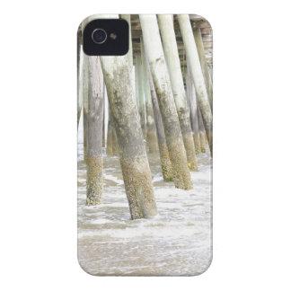 Vertical del embarcadero de Virginia Beach iPhone 4 Case-Mate Fundas