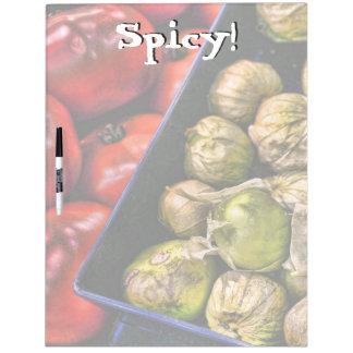 Verticales grandes picantes de Tomatillos secan al Tablero Blanco