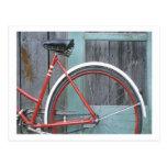 Vertiente de madera vieja de ciclo que monta en bi postal