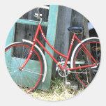 Vertiente vieja de ciclo que monta en bicicleta de etiqueta redonda