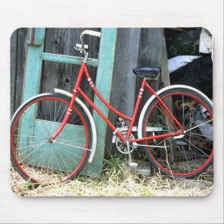 Vertiente vieja de ciclo que monta en bicicleta de alfombrillas de ratones