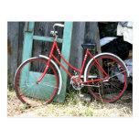 Vertiente vieja de ciclo que monta en bicicleta de tarjeta postal