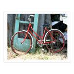 Vertiente vieja de ciclo que monta en bicicleta de tarjetas postales