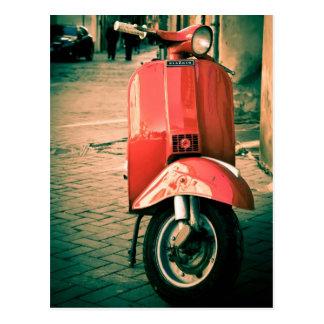 Vespa de Piaggio en Italia Tarjetas Postales