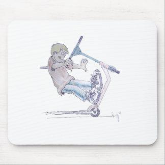 Vespa del micrófono del dibujo animado del wheelie alfombrilla de ratones