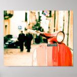 Vespa roja clásica en Italia Impresiones