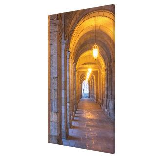 Vestíbulo de piedra encendido lámpara, España Lienzo Envuelto Para Galerías