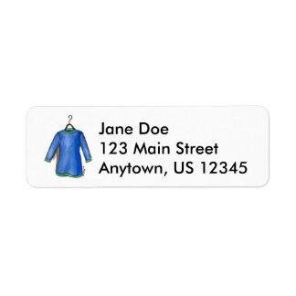 Vestido azul de la camisa en etiquetas de la moda etiquetas de remite