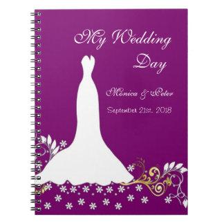 Vestido blanco, remolinos en el cuaderno púrpura d