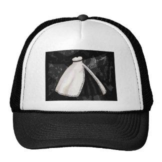 Vestido de boda blanco y negro gorras de camionero