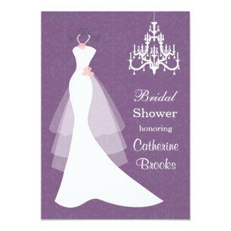 """Vestido de boda, lámpara en ducha nupcial púrpura invitación 5"""" x 7"""""""