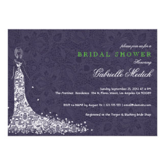 Vestido de boda y cordón de color morado oscuro y invitación