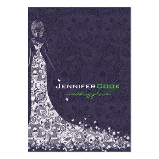 Vestido de boda y cordón de color morado oscuro y  tarjetas de visita grandes