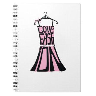 """Vestido de la mujer de palabras """"amo la moda """" libretas"""