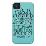 Vestido en fuerza y dignidad iPhone 4 Case-Mate carcasas