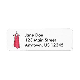 Vestido rojo en etiquetas del diseño de la moda de etiqueta de remite