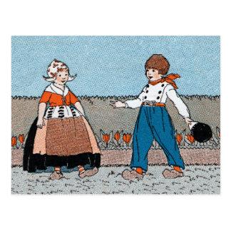 Vestido tradicional del pequeño muchacho holandés tarjeta postal