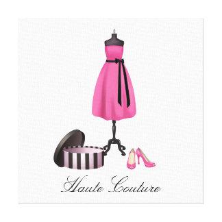 Vestido y zapatos del rosa de las altas costuras e impresión en lona estirada