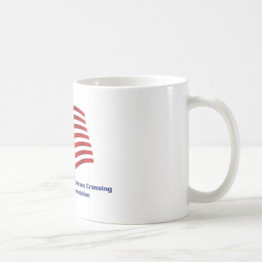 Veteranos que cruzan la fundación tazas de café
