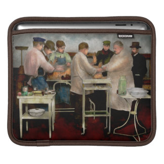 Veterinarian - Saving my best friend 1900s Sleeves For iPads