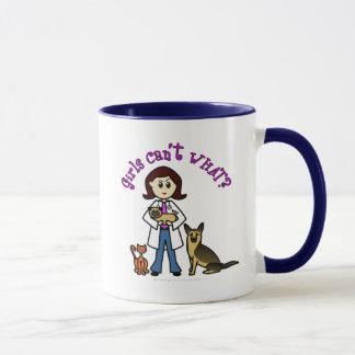 Veterinario de sexo femenino ligero taza