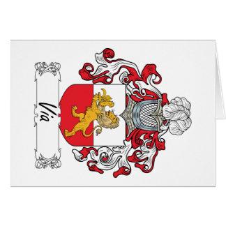Vía el escudo de la familia tarjeta de felicitación