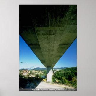 Viaducto enorme de la autopista cerca de Berna, Su Poster