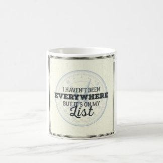 Viaja más cita de motivación del sello del compás taza de café