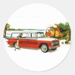 Viaje auto de la furgoneta de los años 60 del pegatina redonda