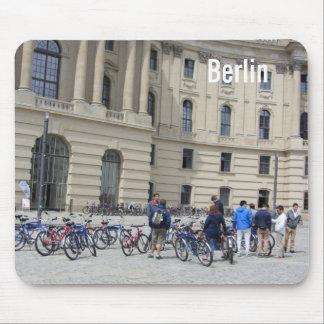 Viaje de la bici de Berlín Alfombrillas De Ratón