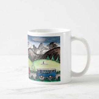 Viaje de la montaña taza básica blanca