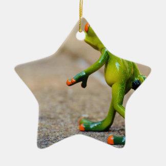 Viaje de la rana adorno navideño de cerámica en forma de estrella