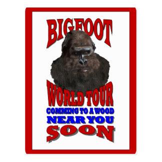 Viaje del mundo de Bigfoot Tarjeta Postal