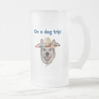 Viaje del perro de las vacaciones taza