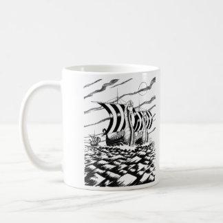 Viaje oscuro del mar taza básica blanca