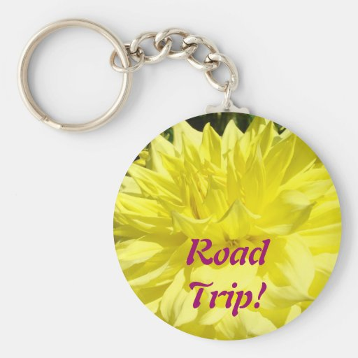 ¡Viaje por carretera! flores amarillas de la dalia Llavero Redondo Tipo Pin