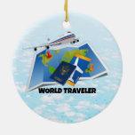 Viajero de mundo adorno