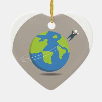 Viajero del mundo del hombre de negocios adorno navideño de cerámica en forma de corazón