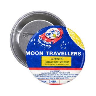 Viajero retro de la luna de Rocket del fuego artif Pin Redondo De 2 Pulgadas