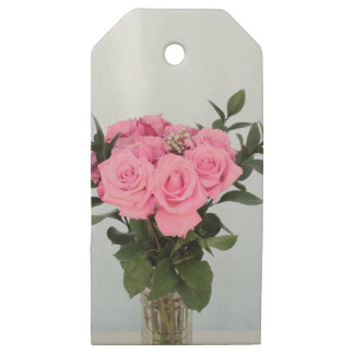 Vibrant Bouquet of Beautiful Pink Roses Wooden Gift Tags