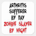 Víctima de la artritis del asesino del zombi calcomanias cuadradas