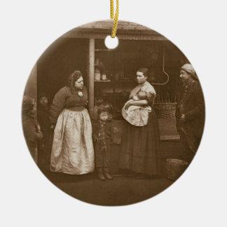 Víctimas de la inundación a partir de la vida en ornamento para arbol de navidad