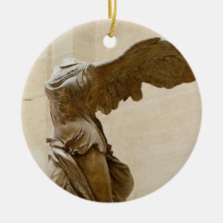 Victoria coa alas de Samothrace Adorno Navideño Redondo De Cerámica